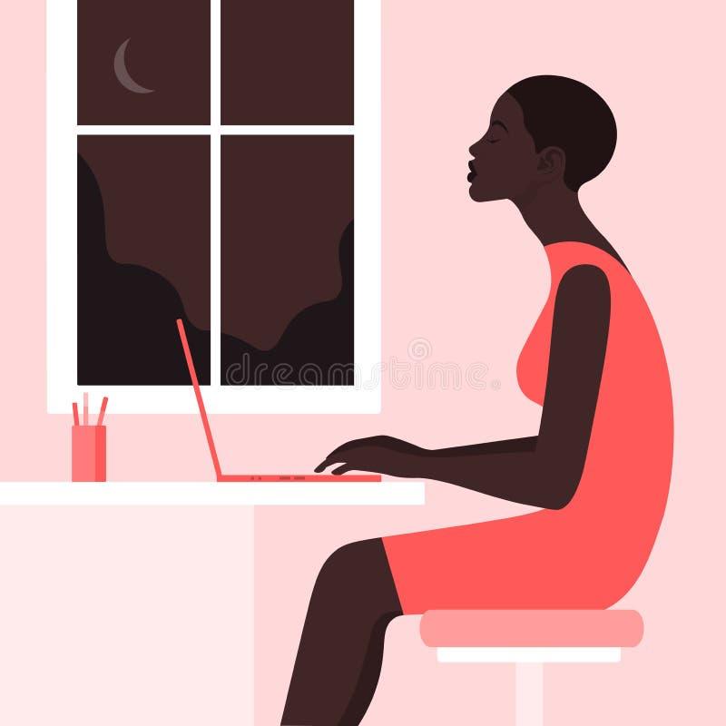 Afrykańska dziewczyna siedzi przy biurkiem w profilu fotografia royalty free
