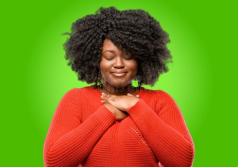afrykańska piękna kędzierzawego włosy kobieta fotografia royalty free