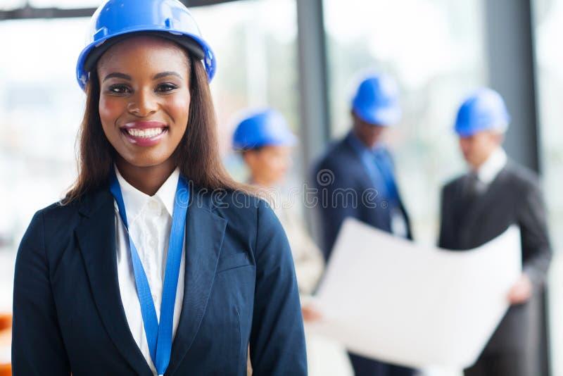 Afrykański żeński pracownik budowlany fotografia royalty free