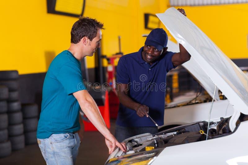 Auto mechanika klient obraz royalty free