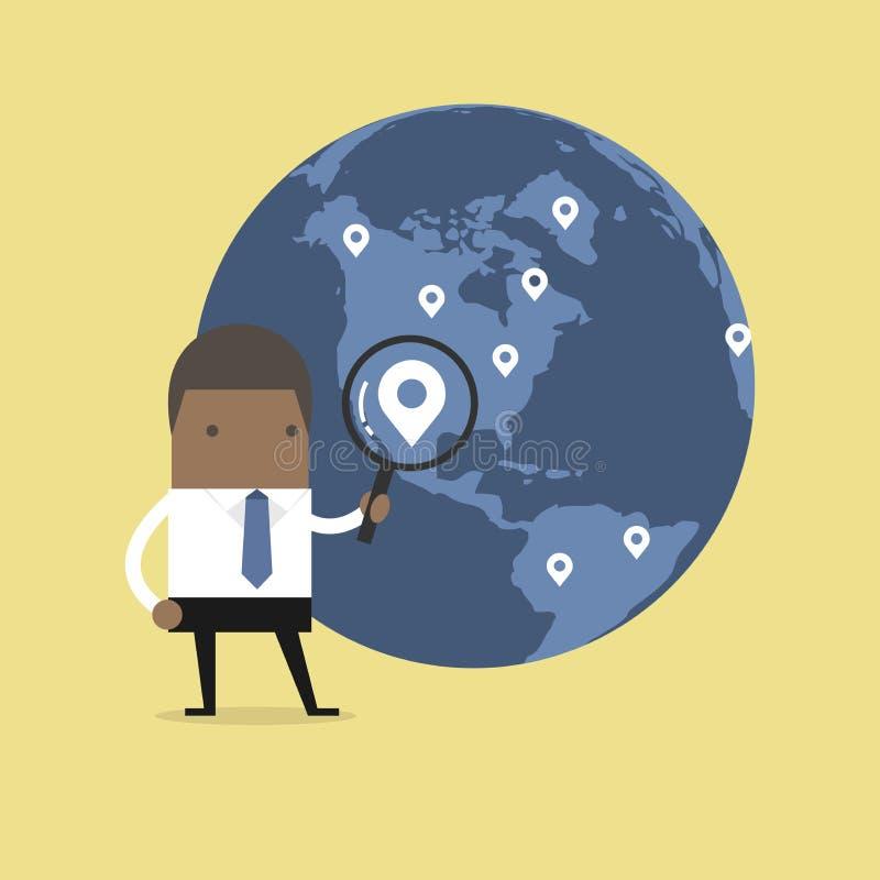 Afrykański biznesmena mienia powiększać - szklana znalezienie mapy szpilka nad światową mapą royalty ilustracja