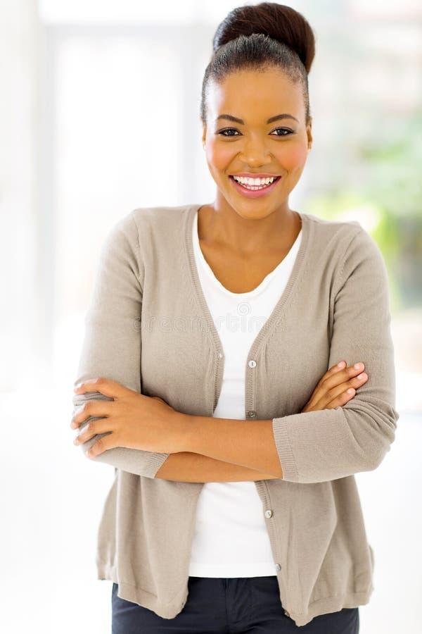 Afrykański bizneswomanu patrzeć zdjęcie stock