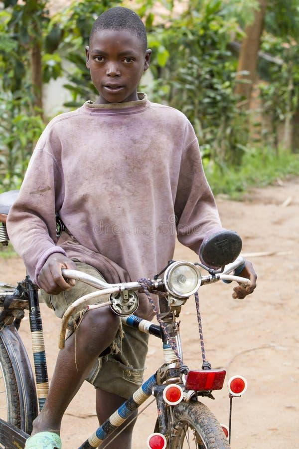 Download Afrykański chłopcze zdjęcie editorial. Obraz złożonej z rwandyjski - 53791301