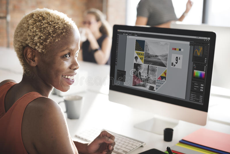 Afrykański kobieta networking Komputerowej technologii pojęcie obrazy royalty free
