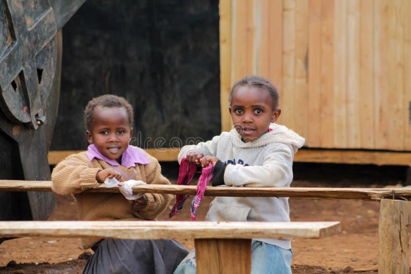 Afrykański małych dziewczynek zastanawiać się obrazy royalty free