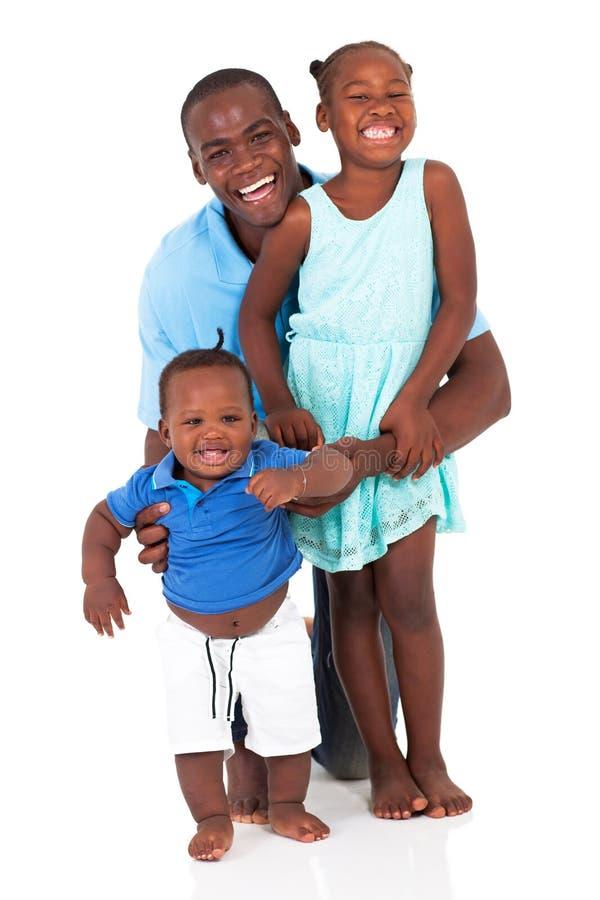 Afrykański ojciec i dzieciaki obrazy stock