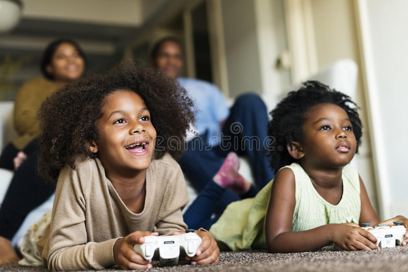 Afrykańskie Pochodzenie rodziny domu domu Odpoczynkowy utrzymanie zdjęcia royalty free
