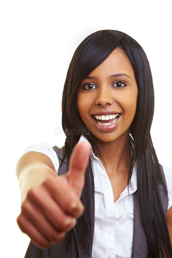 afrykanin w górę kobiety mienie jej kciuk zdjęcie stock
