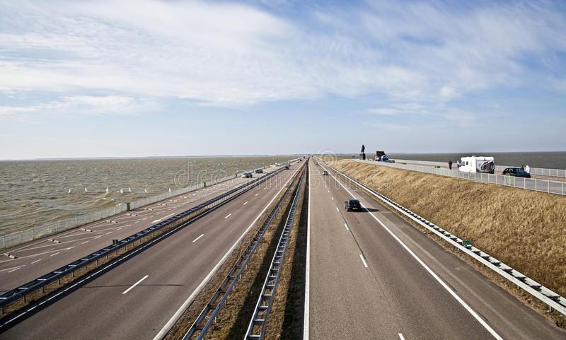 Afsluitdijk - strada soprelevata principale nei Paesi Bassi fotografia stock libera da diritti