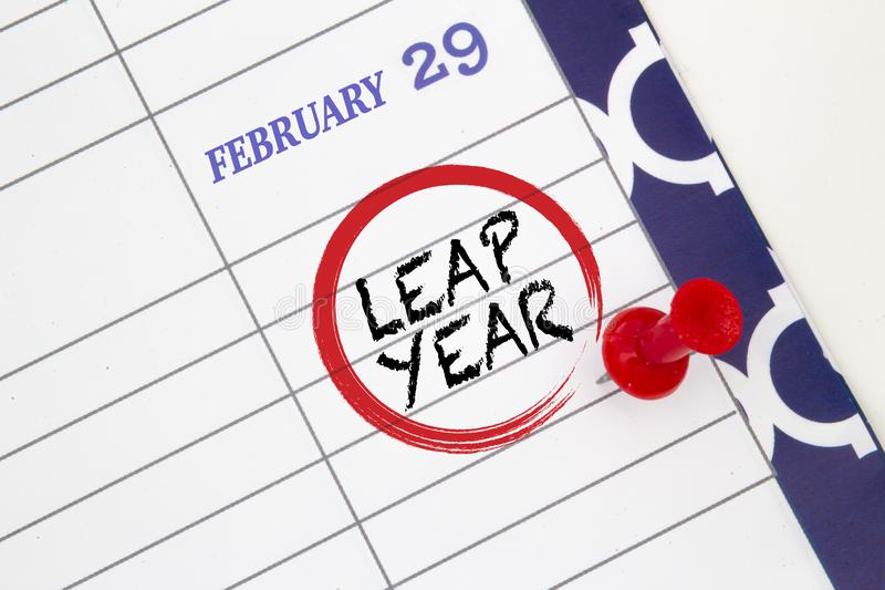 Afsluiten van een kalender op 29 februari over een schrikkeljaar royalty-vrije stock fotografie