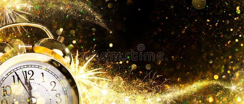 Aftelprocedure voor Nieuwjaar - Wekker royalty-vrije stock fotografie
