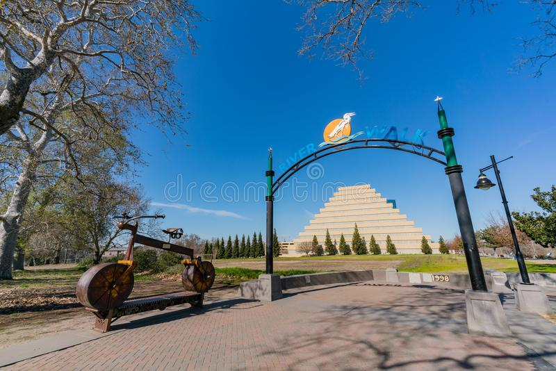 Afternoon view of the entrance of River Walk with The Ziggurat a. S background at Sacramento, California stock photography