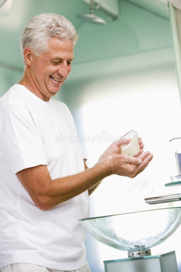 aftershave applying bathroom man στοκ εικόνες