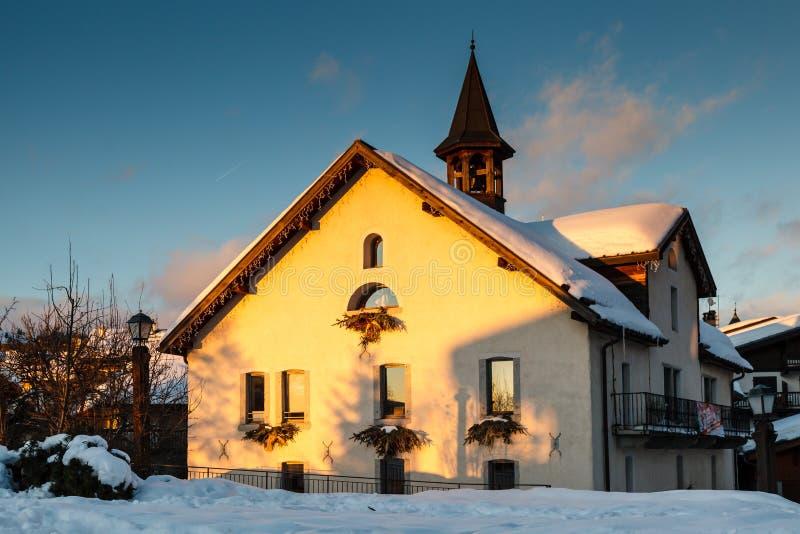Afton i byn av Megeve i franska Alps arkivbilder