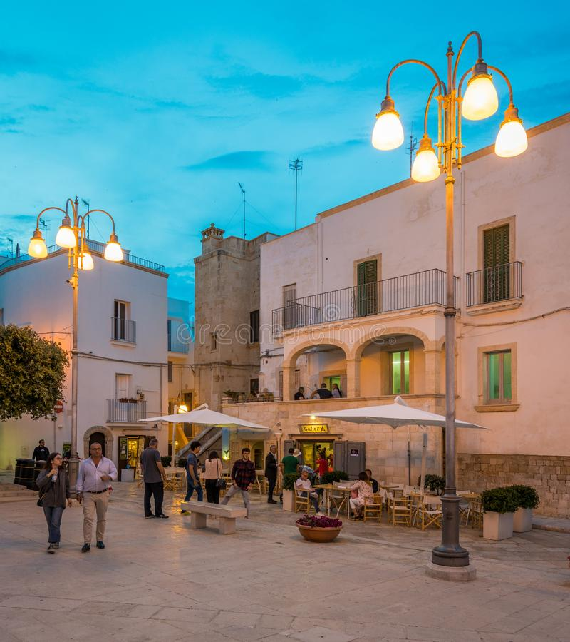 Afton i Polignano en sto, Bari Province, Apulia, sydliga Italien royaltyfria foton