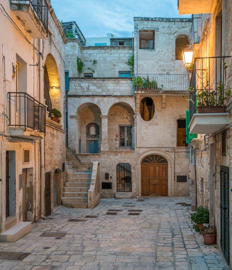 Afton i Polignano en sto, Bari Province, Apulia, sydliga Italien royaltyfria bilder