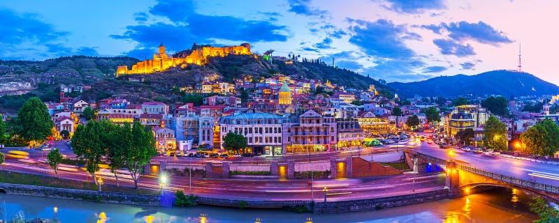 Afton i Tbilisi royaltyfria foton