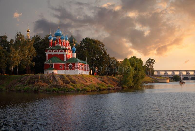 Afton i Uglich Ryssland royaltyfri fotografi