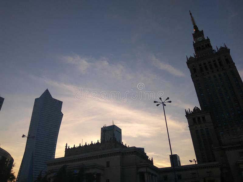 Afton i Warszawa royaltyfria bilder