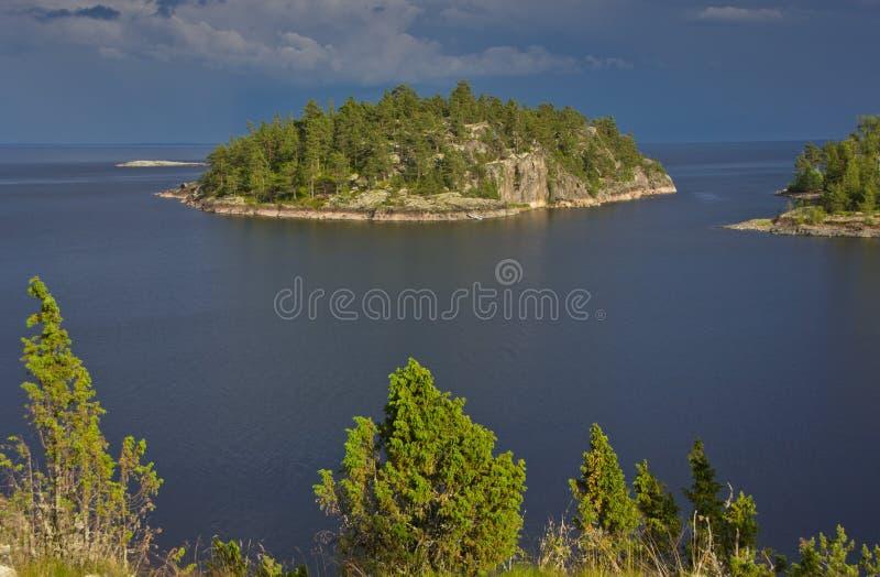 Afton på Ladoga sjön, Karelia royaltyfria foton