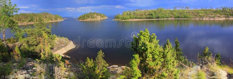 Afton på Ladoga sjön, Karelia royaltyfri foto