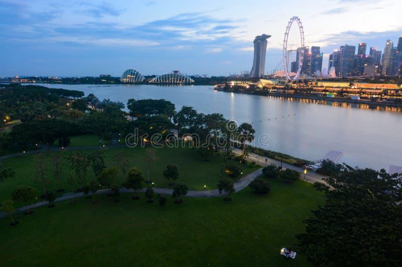 Afton på Singapore trädgården och Marina Bay för fjärd den östliga arkivfoton
