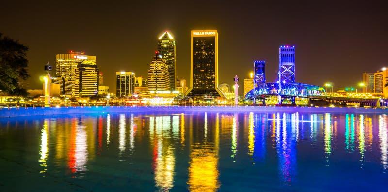 Afton på Sts John flod- och Jacksonville Florida horisont arkivfoto