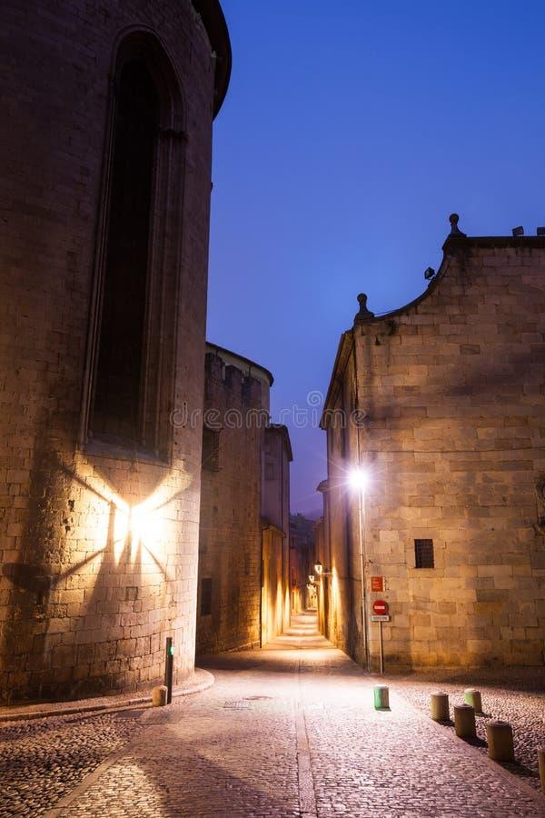 Aftongatasikt av medeltida Girona royaltyfri foto