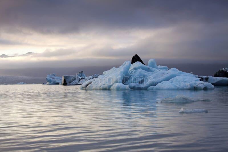aftonglaciäriceland lake royaltyfria bilder