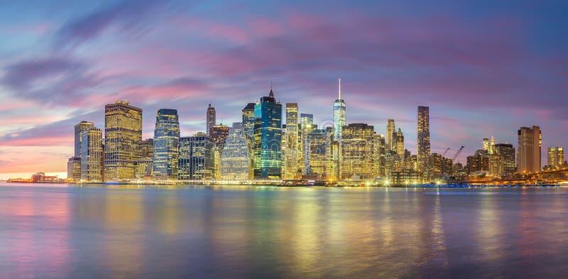 Aftonljus av berömda Manhattan horisonter, New York City arkivfoto