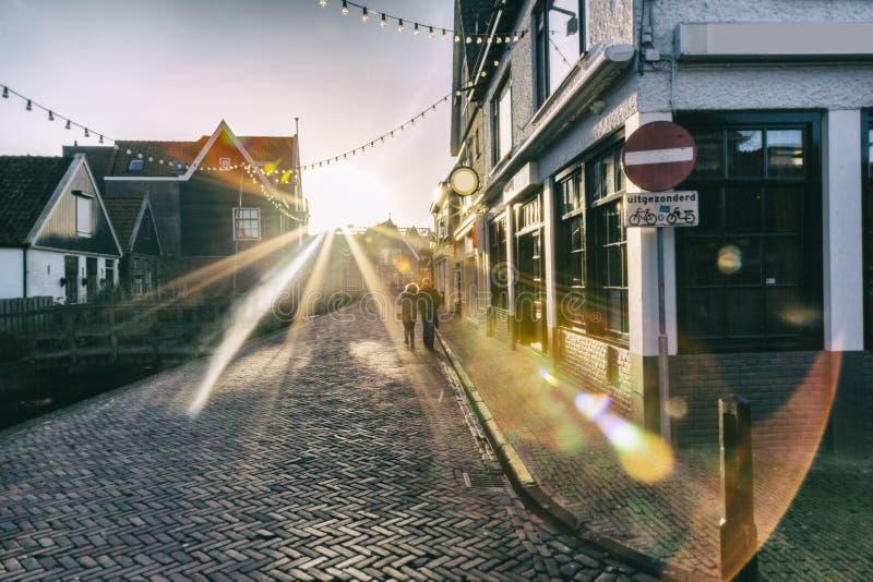 Aftonljus i Volendam arkivbild