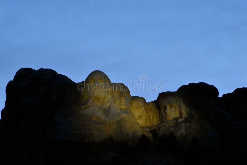 Aftonljus på den MOUNT RUSHMORE MONUMENTET royaltyfri bild