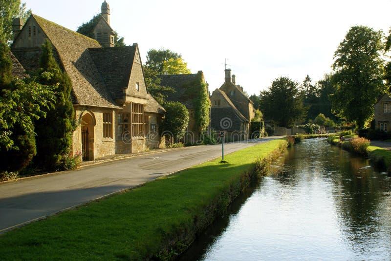 Aftonplats av flodAvon spring i Malmesbury, England arkivbild