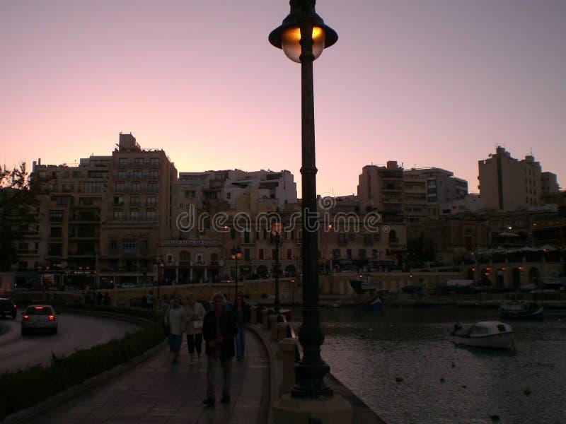 Aftonpromenad runt om Valletta, Malta royaltyfri bild