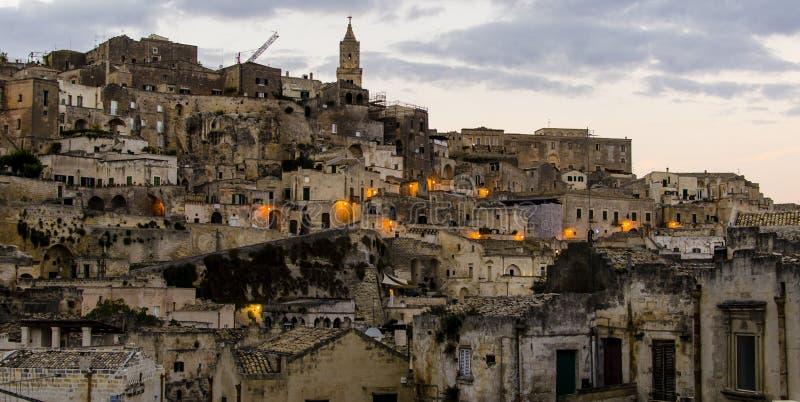 Aftonsikt av den gamla staden av Matera royaltyfri foto