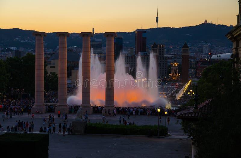 Aftonsikt av den magiska springbrunnen Montjuic, Barcelona, Catalonia, S royaltyfri foto