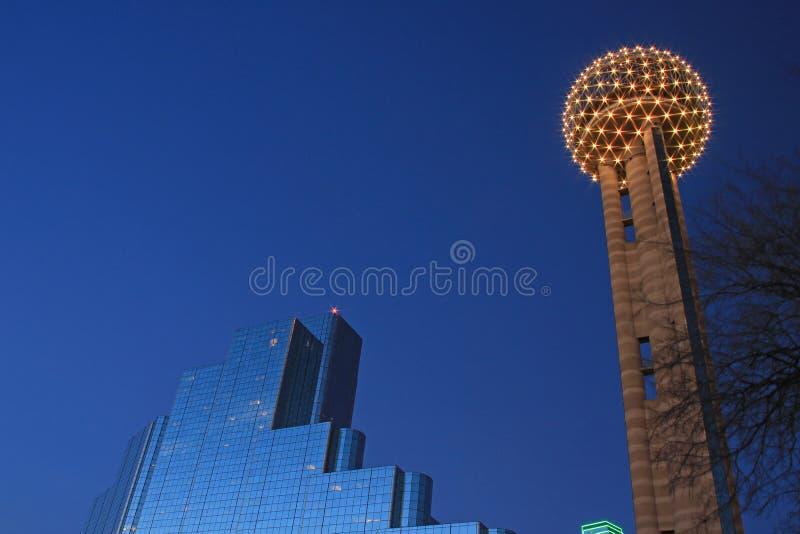 Aftonsikt av i stadens centrum Dallas fotografering för bildbyråer