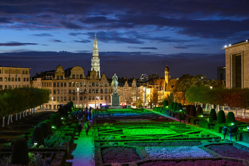 Aftonsikt av monteringen av konsterna i Bryssel, Belgien royaltyfri bild