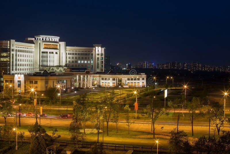 Aftonsikt av nybygget av Moskvadelstatsuniversitetet royaltyfri foto