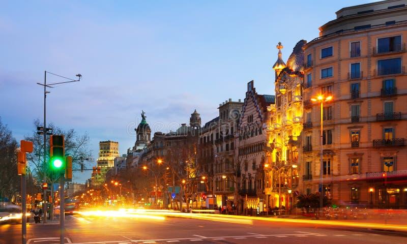 Aftonsikt av Passeig de Gracia Barcelona arkivfoto