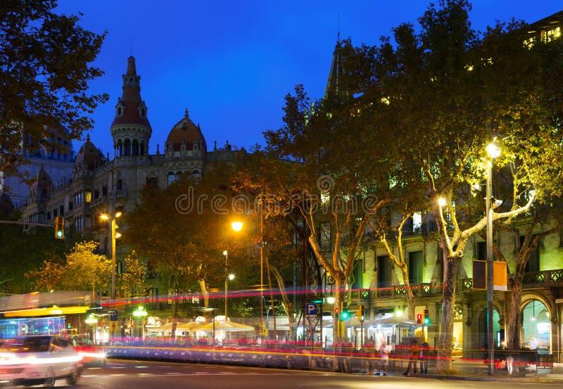 Aftonsikt av Passeig de Gracia i Barcelona, Catalonia royaltyfri fotografi