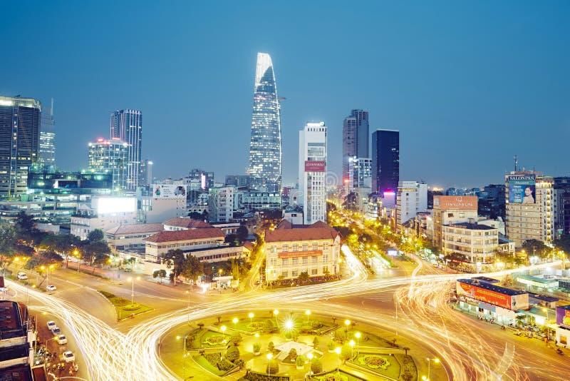 Aftontrafik i Ho Chi Minh City royaltyfria foton