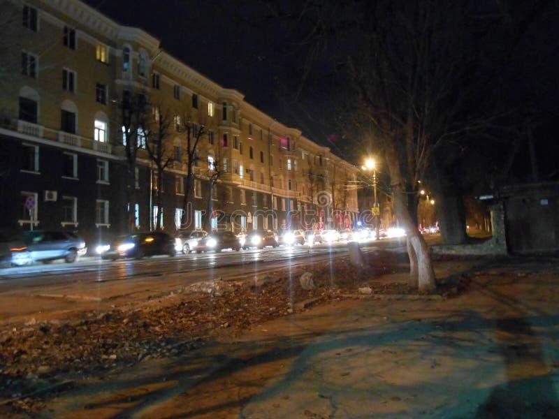 Aftontrafik i stad royaltyfria foton