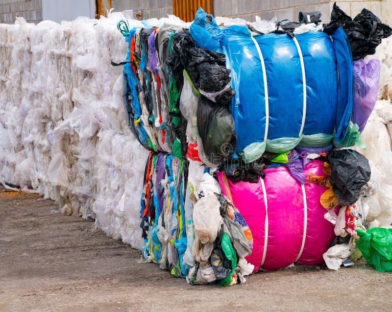 Afval plastic zakken en andere types voor recycling royalty-vrije stock fotografie