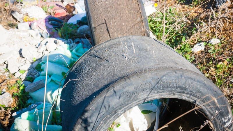 Afval in Sloppenwijk stock afbeeldingen