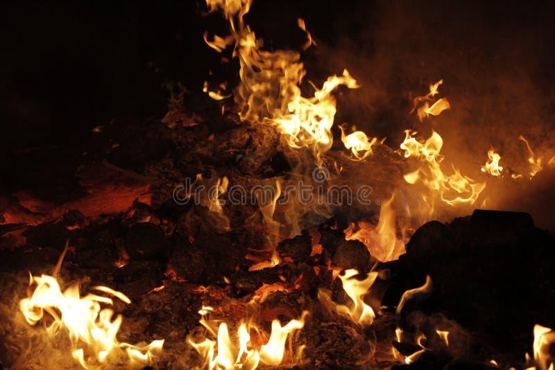 Afval van de pulpindustrie in brand royalty-vrije stock afbeeldingen