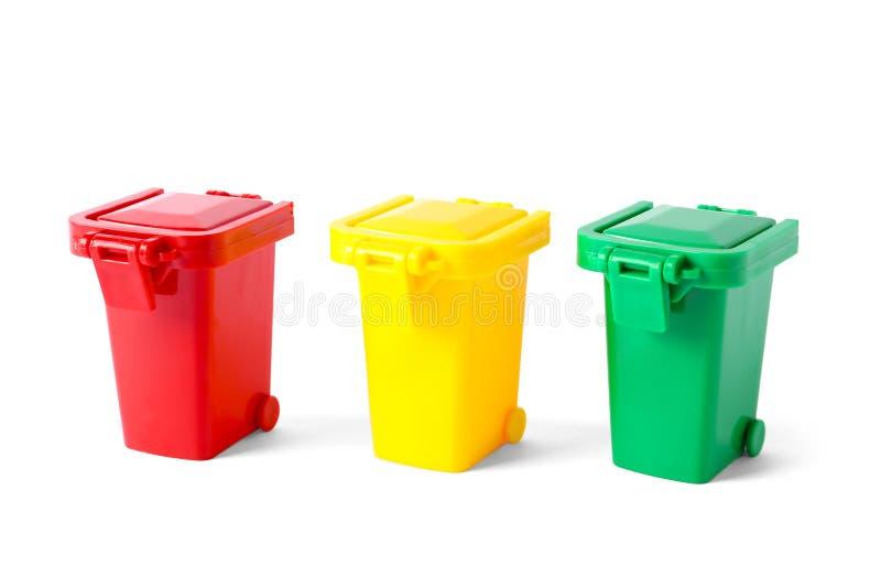 Afvalbakken op wit worden geïsoleerd dat Het recycling van het afval royalty-vrije stock afbeelding