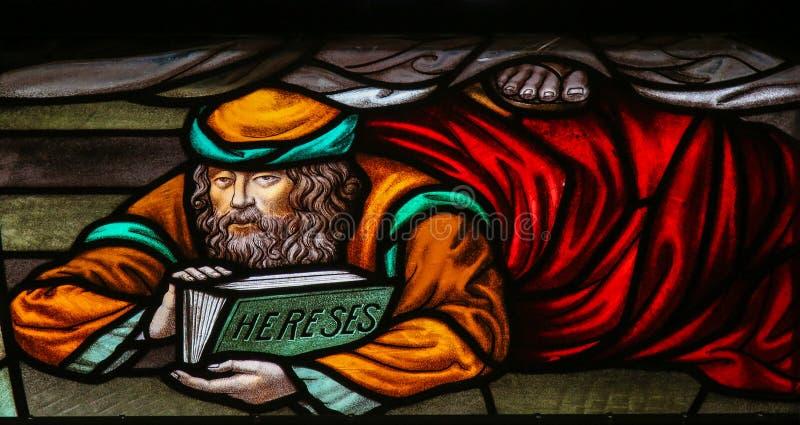 Afvallig - Gebrandschilderd glas in Mechelen-Kathedraal stock afbeeldingen