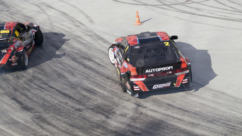 Afwijkingsauto die bij Motorsport-competities afdrijven royalty-vrije stock afbeelding