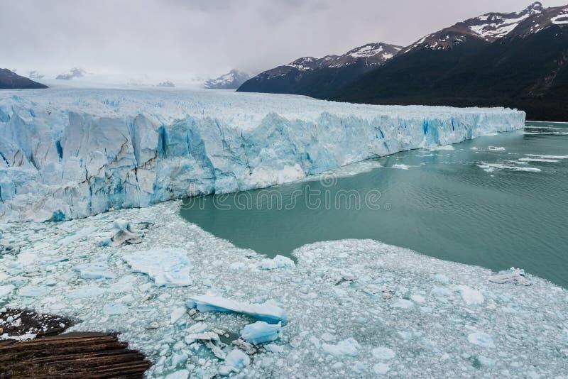 Afwijkingsijs bij de gletsjer van Perito Moreno royalty-vrije stock afbeeldingen